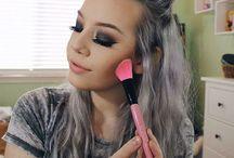 Makeup Brush Set Influencers / Choose Your Favorite Set and Order from MyMakeupBrushSet.com