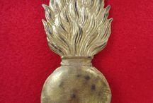 płomienie grenadierskie i emblematy