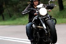 lányok motoron