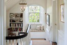 sillas en las ventanas