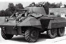 WW2 - M8 GREYHOUND / M8 Greyhound (ang. chart) – amerykański samochód pancerny z okresu IIWŚ uzbrojony w 1 armatę przeciwpancerną M6 kal. 37 mm oraz dwa KMy.