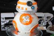 Sweettable Starwars / Sweet table Starwars, boy themed party, thema feest voor een jongen. BB-8 Cake, taart, clone troopers, cupcakes. Leia' buns, R2D2