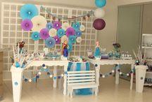 Festa Frozen da Clarinha / Uma festa toda feita em casa pela mamãe aqui. Ideias de decoração e personalizados pra festa frozen.