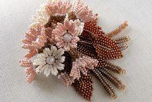 květy z korálků