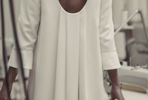 Chic en robe blanche
