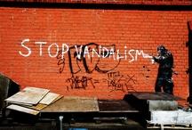 """""""Kaupunkikuvat"""" / Kuvat ovat osa museologian perusopintojen tallennusharjoitusta """"Kaupunkikuvat"""" eli harjoitus Kissoista ja Banaaninaisista Jyväskylän avoimessa yliopistossa. Kaikki kuvat Tanja Härmä."""