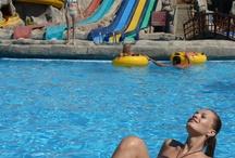 Silence Beach Resort / SILENCE BEACH RESORT'a HOŞGELDİNİZ   Silence Beach Resort unutamayacağınız tatilleriniz için Türkiye'nin en kapsamlı tatil merkezini yarattı. Akdeniz'in içinizi ısıtan güneşi'nde yaşanan her dakika keyifli saatlere, bu saatler ise unutulmaz tatil günlerine dönüşecek. Bu cennet köşede Maksimum Misafir Memnuniyeti anlayışıyla bütünleşmiş kusursuz tatile davetlisiniz..