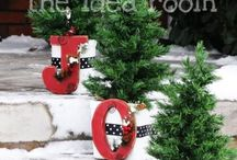 Christmas outdoor decorations / by Adriane Buettel