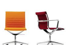 Una Chair de ICF / Os dejamos con uno de los productos más representativos de la firma italiana para mobiliario de oficina #interiorismo #diseño #decoración