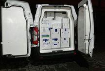 Transport w suchym lodzie / Transport w suchym lodzie realizowany jest przez firmę OCS zarówno poprzez transport drogowy jak i lotnicze. Transport w suchym lodzie odbywa się w opakowaniach: żywności, produktów spożywczych, soków, mrożonek oraz asortymentu farmaceutycznego. Realizujemy również transport w stanie głębokiego zamrożenia do 200 krajów oraz wspólnoty Unii Europejskiej.