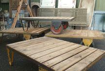 Industriëel / Industriële en vintage salontafels. Leuke oude antieke salontafels van hout met een stoere uistraling.