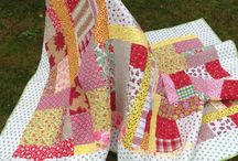 Sukkertøyteppe / Stort quiltet lappeteppe med sus av sommer. Passer til enkeltseng. Design og utførelse: Iris Alme.
