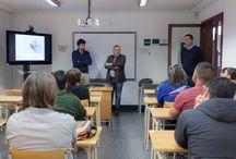 """V Curso Workshop, innovación en el sector artesano, 2015 / El curso """"Workshop. Innovación en el sector artesanal"""" es un proyecto organizado por el Cabildo Insular, a través de la Empresa Insular de Artesanía, e impartido por el Estudio Ochoa y Díaz Llanos, con el fin de aportar nuevas herramientas creativas y métodos de trabajo para la elaboración de productos artesanos innovadores y competitivos. Cabildo de Tenerife"""
