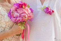 Wedding Flowers & Bouquets / Beautiful wedding bouquets for flower ideas and inspiration. From peonies to anemonies, from ranunculus to roses, flowers make everything prettier.