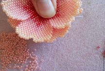 Beading Tutorials & Patterns / Patterns and tutorials for bead weaving, loom beading, peyote, brick stitch and more.