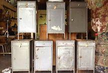 Coel House Collectie / De collectie van Coel House bestaat uit industriële lampen, tafels en andere meubelen van over de hele wereld verzameld en gerestaureerd tot een uniek product.