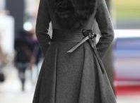 Stylischer schwarzer Mantel