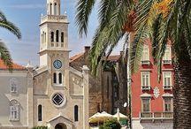 Split, Kroatië / Heb je zin in een stedentrip in de zomer? Dan is Split in Kroatië de perfecte bestemming. Split heeft een prachtig oud centrum en ook hele fijne stranden. Bekijk alle tips over Split.