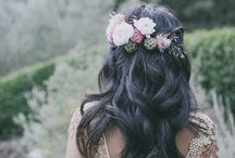 Wedding Flower Crowns / On this board you can find beautiful flower crowns for an boho rustic bride.