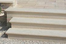 Marche escalier massive pleine moulurée en pierre reconstituée / escalier en marches pleines moulurées en pierre reconstituée de Bourgogne, construction escalier marches pleines béton, escalier blocs marches pour jardin en pente, escalier blocs marches terrain en peinte