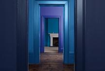 Inspiración Color Azul / En decoración, los tonos azules se asocian a la serenidad, a la calma y al bienestar. Son ideales para ambientes de estudio y concentración. ¿Nos acompañas por este mar en calma?