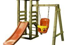 Spieltürme / Kinderspieltürme / Spieltürme zum draußen spielen. Alle Kinder lieben es, draußen zu schaukeln, zu klettern, zu rutschen. Und auf der Plattform vom Spielturm hat Ihr Kind sozusagen, den Garten komplett im Griff.