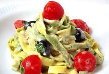 Pasta con pomodoro / Miam ! On adore les pâtes avec de bonnes tomates.  Découvrez nos recettes favorites !