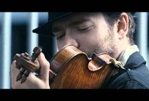 Всемирно известный музыкант играет в метро Вашингтона. Это эксперимент.