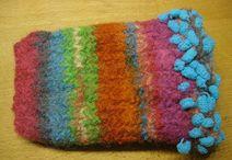 Filztaschen und-täschchen, Brillenetuis / Strickgefilzte Taschen und Etuis von mir hergestellt und aufgepimptes
