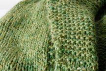 Vest Appel   -   Slow knitwear BreiZuss / Handgebreide vesten   Vest Appel is fris appelgroen met subtiele kleurnuances.  Het vest is wat langer en heeft een sjaalkraag. De boorden zijn gebreid in een ribbel. Het vest is licht, zachten soepel. Maat: one-size (maatindicatie 38/40/42) Afmetingen: lengte ca 70 cm, heupomvang ca 102 cm, borstomvangca 110 cm  Materiaal: 70%alpaca/7%wol/23%polyamide