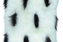 Poduszka dekoracyjna GRONO biały/Faux fur pillow GRONO white / Poduszka dekoracyjna GRONO biały/Faux fur pillow GRONO white