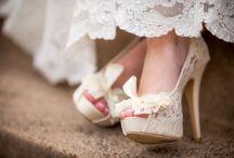 Sapatos de noiva / Inspirações para você babar!