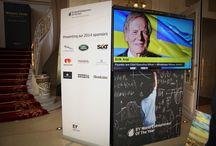 Affichage dynamique et impression numérique grand format d'EY - WEOY 2014 ! / EY (anciennement Ernst & Young) est un des principaux cabinets d'audit financier. EY a décerné le Prix Mondial de l'Entrepreneur de l'Année™ 2014 à Monaco.  Exhibit Group, toujours à la pointe de la technologie, a proposé pour cette nouvelle édition, un large choix de solutions lumineuses et animées pour que les médias soient mis en valeur de la plus belle des manières ainsi que de l'impression numérique grand format...