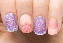 como pintarse las uñas o  los qojos