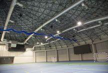 Kraków Arena / Dostawa i montaż bramek do piłki ręcznej oraz kotary z systemem pionowego podnoszenia i opuszczania.