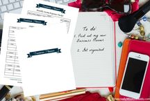 Printable Business Planner / Being organized is a key to success. No more lost ideas. No more lost connections. No more lost sales. Printable Business Planner (in English, Spanish or French!) keeps you on track and monitors your success.  You can't afford not to have a Planner.  Less is more and therefore I have created a simple, yet effective Printable Business Planner that you can start using already today! #businessplanner #printablebusinessplanner #smallbusiness