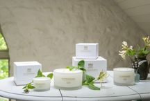 White Pepper, Honeysuckle and Vertivert / A bouquet of perfumed wildflower, sweet scents drift from entwined blossom of country hedgerows.  Luxury scented candles from Rathbornes.  Luxury White Pepper, Honeysuckle and Vertivert Scented Candles from Rathbornes.  http://rathbornes1488.com/collections/all
