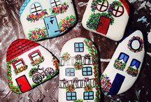 Taş boyama evler