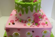 Fondant cake ideas / Cakes using fondant that would be fun to try  / by Melissa Gunter