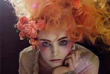 """Hair and Make-up / Original and traditional styles to always be """"à la page"""""""