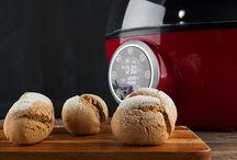 Brot selber backen / Geselliges Abendbrot oder Sonntagsfrühstück – Brot ist als Grundnahrungsmittel in aller Munde und schmeckt selbst gebacken lecker wie vom Bäcker. Lasst euch von unseren Rezepten inspirieren.