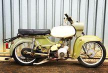 Denis / Alte Moped und Fotografie
