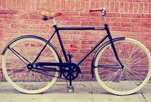Bici modelo Leonardo Clasic / Bici modelo Leonardo Clasic con asiento simil cuero, pedales de goma, cubiertas color beige y timbre. / by Taller Inquieto Bicis