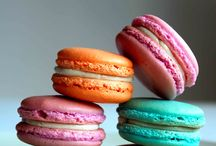 Macarons / Because FRANCE. Tiny sugar hamburgers according to AMERICA though.