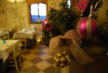 Natale al Ristorante Taverna di Bibbiano / Gli addobbi delle feste natalizie al ristorante Taverna di Bibbiano, una piccola gemma nel cuore della campagna toscana, tra Colle di Val d'Elsa e San Gimignano a mezz'ora da Siena e 45 minuti da Firenze.