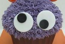 giant cupcake ,  mega cupcake