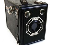 Georges Paris (GAP) / Georges Paris is a French camera maker that made inexpensive cameras under the brand GAP in the 1940s to 1950s. (Camerapedia)