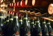 Wine and Liquor / Ristorante Piccolo Arancio Roma Fontana di Trevi. La carta dei vini, propone un ampia scelta con 50 etichette di vini bianchi, e 140 di vini rossie per finire 15 etichette di vini da Dessert. A disposizione dei nostri clienti abbiamo dei libri sui vini che ne illustrano le caratteristiche. Degustazione di vini al bicchiere consigliate dal nostro sommelier.