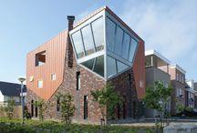 Originele Huizen / Arc2 architecten ontwerpt originele huizen voor particulieren. Het bureau streeft ernaar de dromen en wensen van de particuliere opdrachtgever te transformeren tot aangename en inspirerende ruimten.