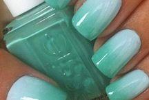 unghie verde acqua
